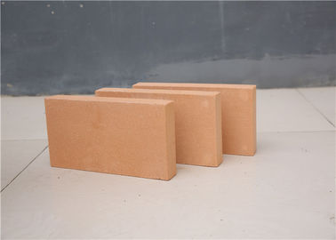 30 - 35% Al2o3 Fireplace Refractory Brick , Heat Proof Bricks Insulation Clay Raw Materials